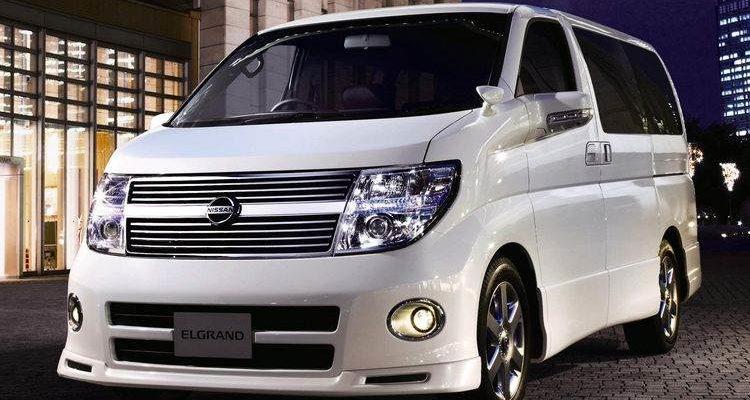 Аренда автомобиля Nissan Elgrand в Крыму